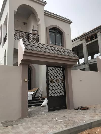 4 Bedroom Villa for Sale in Al Helio, Ajman - The villa is close to the neighboring street and near the Hamidiyeh Park