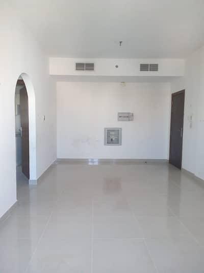 فلیٹ 1 غرفة نوم للايجار في الراشدية، عجمان - صالة 1 غرفة نوم في الراشدية 2