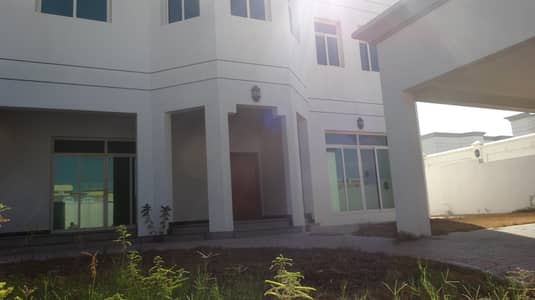 1 month free! Spacious five bedroom plus maid villa for rent in Jumeirah 2