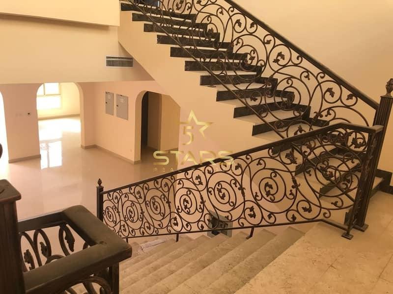 2 6 Bedroom Villa for Sale | Excellent Location | Good Condition