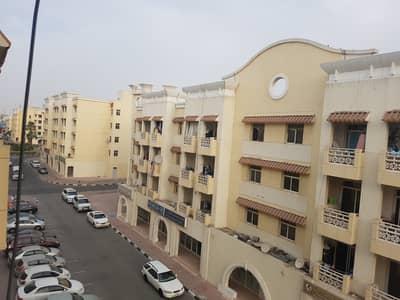 شقة 1 غرفة نوم للبيع في المدينة العالمية، دبي - غرفة نوم واحدة مع / شرفة للبيع مجموعة الصين