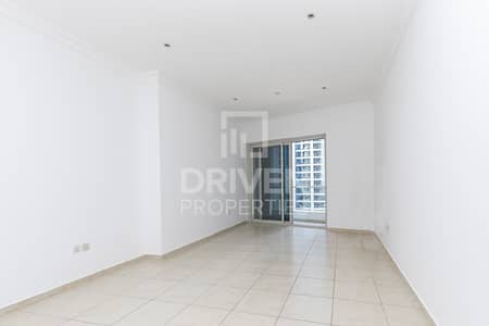 1 Bedroom Flat for Rent in Dubai Marina, Dubai - Stylish Apartment with Partial Sea Views