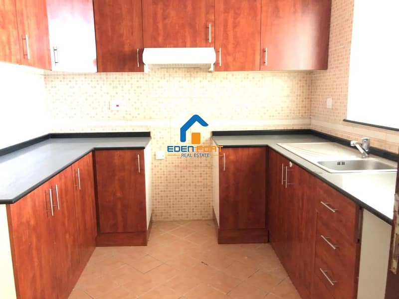 25 Chiller Free-Huge Apartment-closed kitchen-Olympic Park-DSC