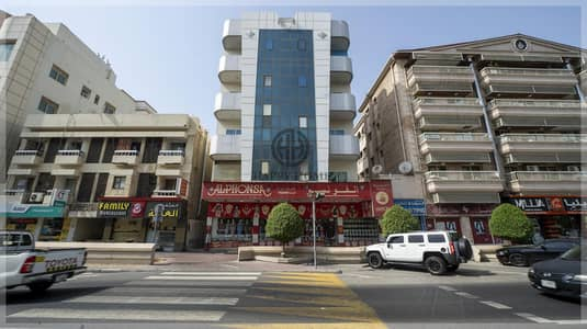 LARGE LAY OUT SHOWROOM - PRIME LOCATION IN KARAMA