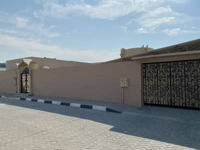Large and clean villa on a main street in Al Shahba