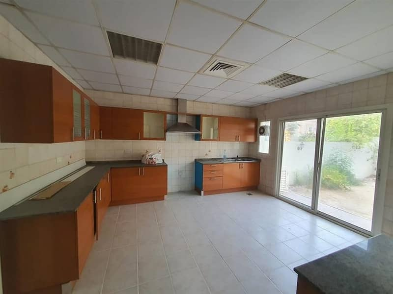 2 compound  5 Bedroom Villa in al jafiliya with p.gardre Rent is 175k