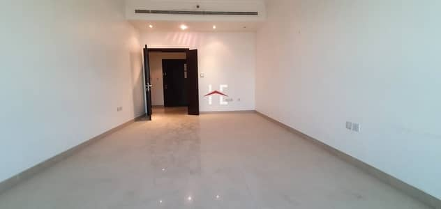 2 Bedroom Apartment for Rent in Danet Abu Dhabi, Abu Dhabi - Marvelous 2 BHK with Balcony | All Amenities Included