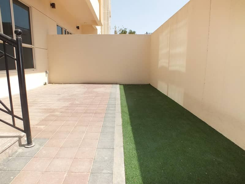 19 Semi independent 4bhk villa in manara rent is 180k