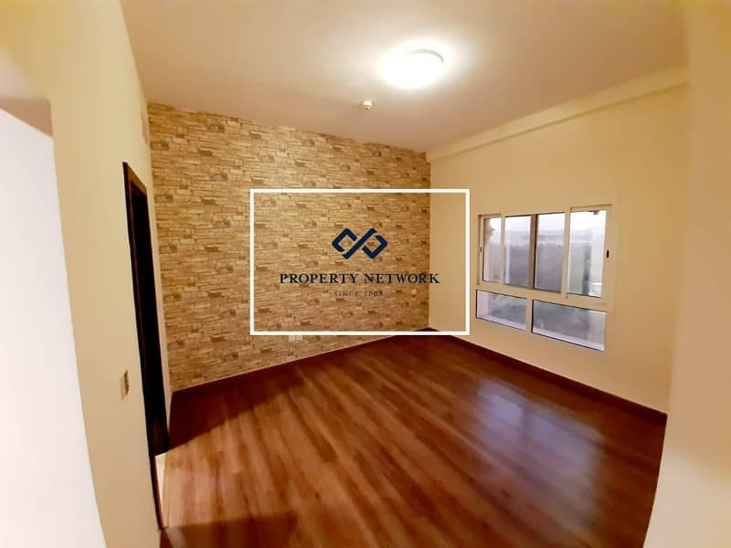 28 SPACIOUS   UPGRADED   2 BED   CLOSED KITCHEN