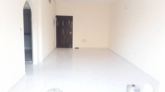 2 Bedroom Apartment for Rent in Al Mahatah, Sharjah - CLOSE TO KING FAISAL STREET !! HUGE 2 BHK WITH BALCONY ONLY 24K