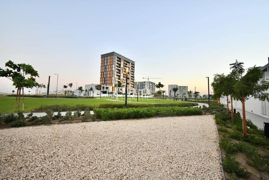 36 Duplex  Private garden  balcony  Park view  Brand new