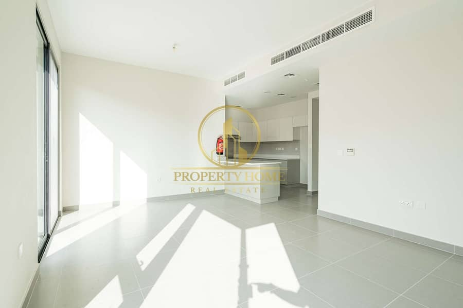 BRIGHT 4 BHK - End Unit - SINGLE ROW for Resale