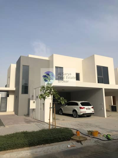 Huge 4 bed |Maid|End Unit|Single Row| Modern Style