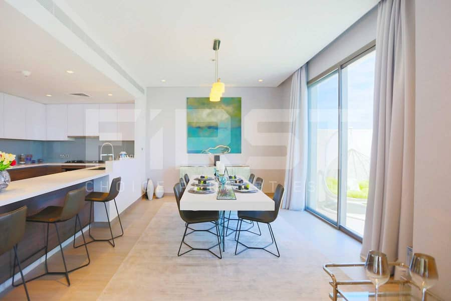 2 Spacious Modern Living in an Awesome Place.