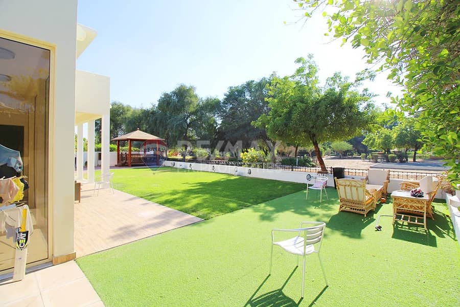 2 Perfect Villa -Backing Park - Private Pool Allowed