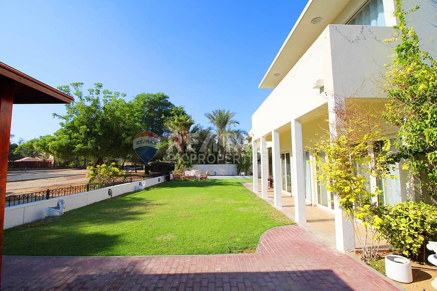 33 Perfect Villa -Backing Park - Private Pool Allowed