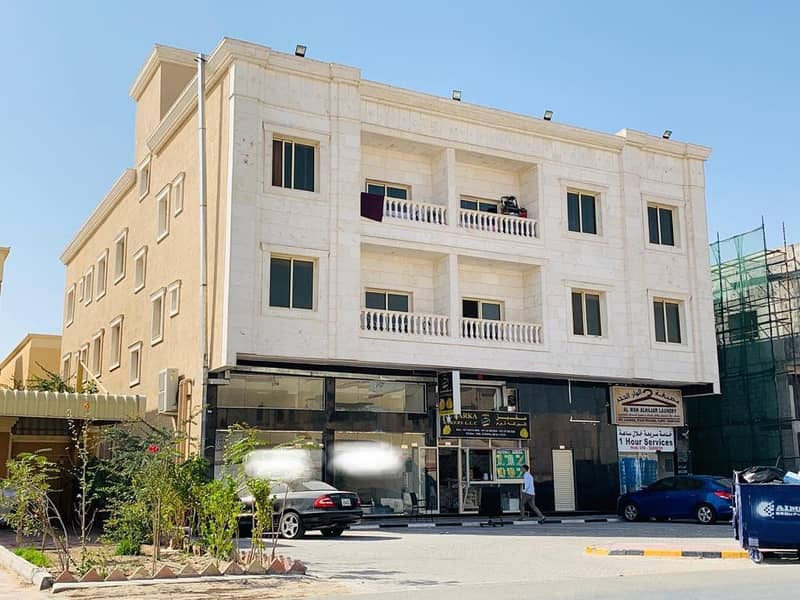 Building for sale in Al Mowaihat, an area of 8 thousand feet, a great location on the main street