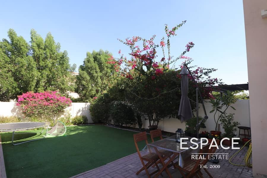 Immaculate - Landscaped - Close to Pool