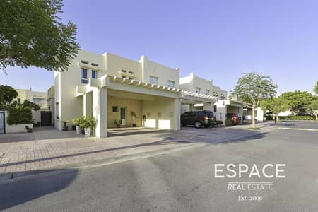 3 Bedroom Villa for Sale in The Lakes, Dubai - Fully Renovated C End |VOT |Opposite Park