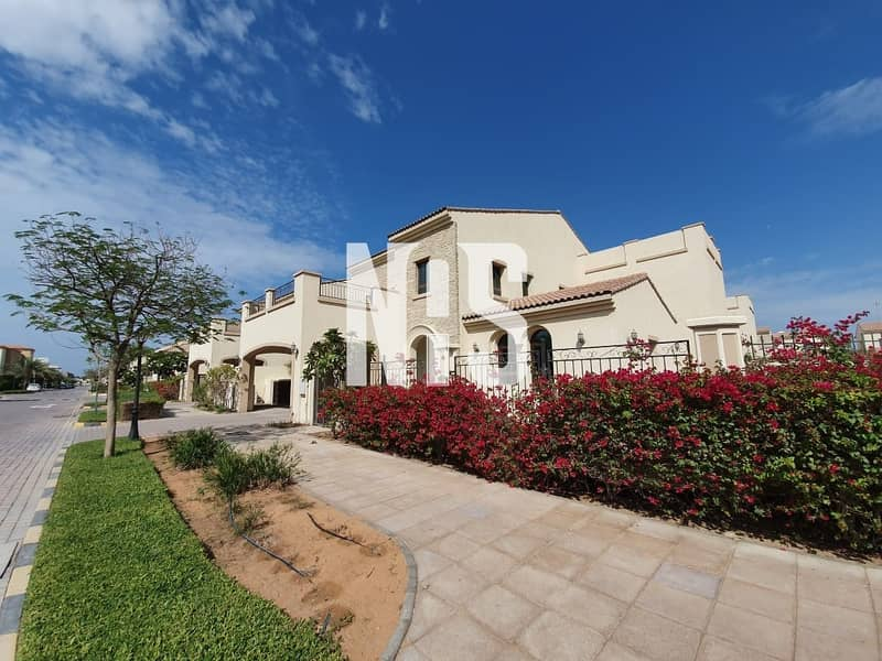 2 A luxurious 5 bed villa for sale in Bloom Garden
