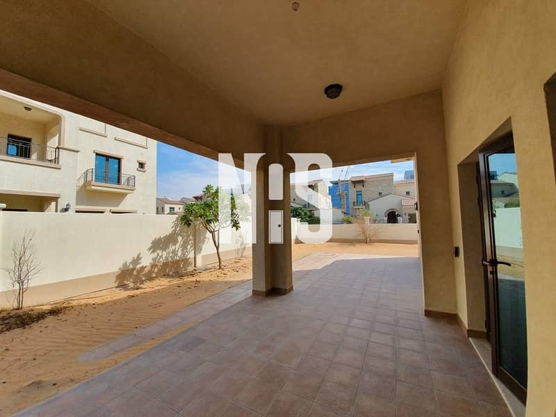 17 A luxurious 5 bed villa for sale in Bloom Garden