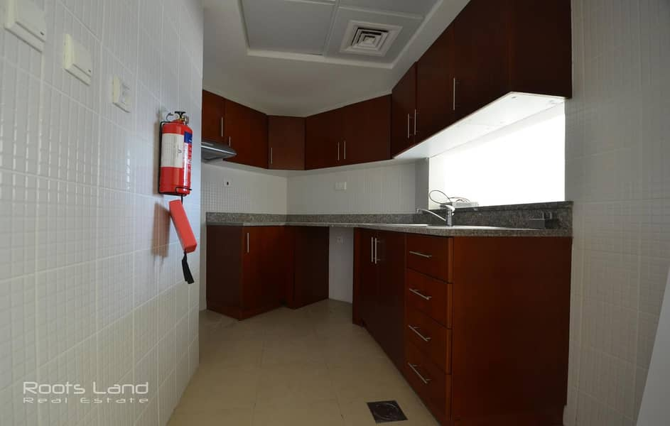 2 Spacious well maintained apartment with amazing view