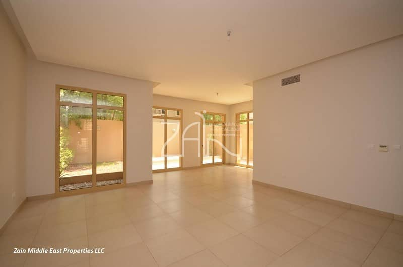 2 Lovely! 4 BR TH with Balcony in Prime Location
