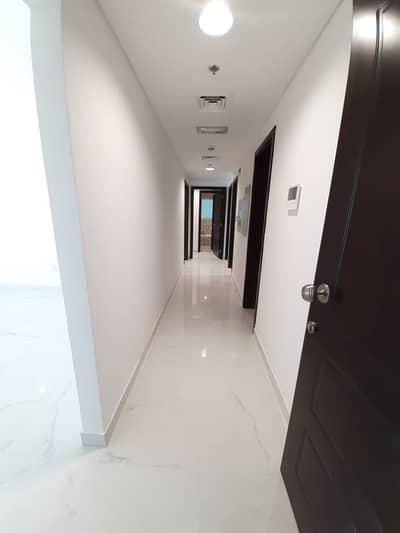 شقة في شارع المينا منطقة النادي السياحي 2 غرف 55000 درهم - 4903335