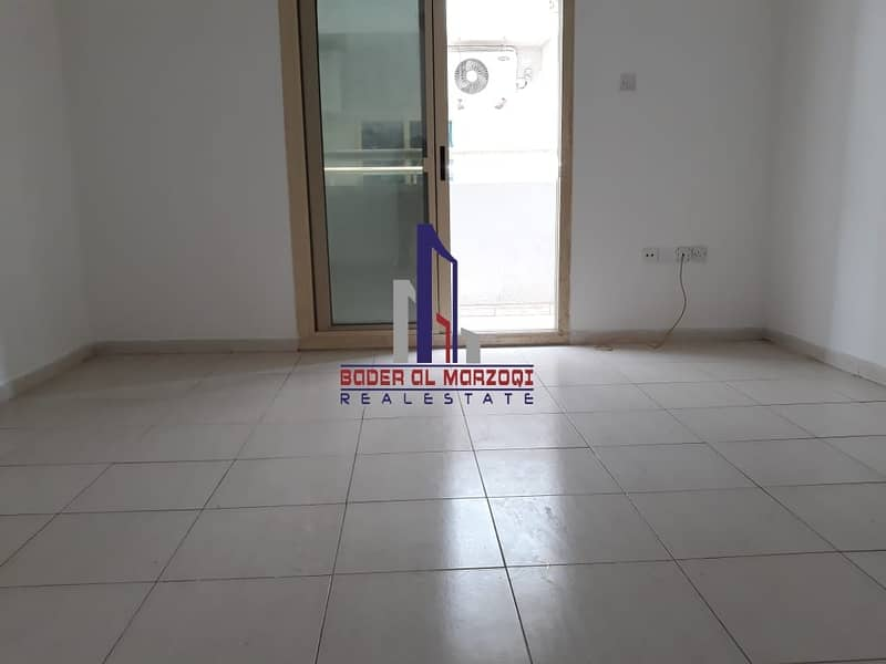 Luxury 2bhk with 3washroom with balcony rent 30k only in 6chqs