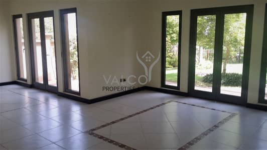 4 Bedroom Villa for Sale in Palm Jumeirah, Dubai - Unfurnished | Canal Cove Villas