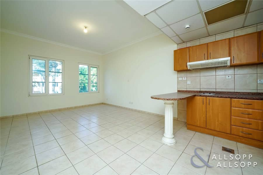2 Close To Metro | Studio | Garden West