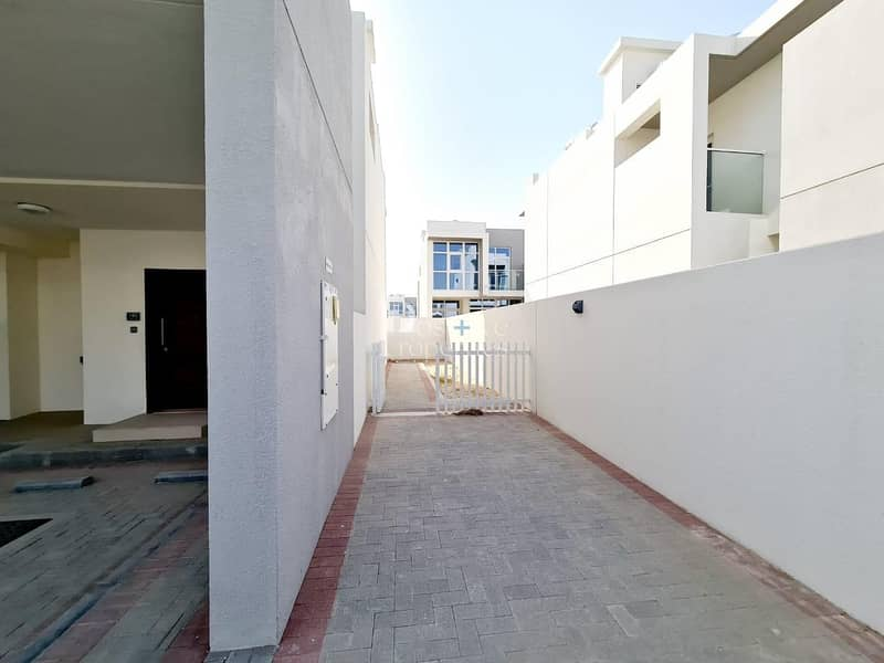 16 Affordable Price | Corner Plot| Ready TO Move
