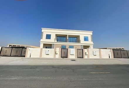 فيلا جديدة مكونة من 5 غرف نوم متاحة للإيجار بالقرب من مسجد الشارقة