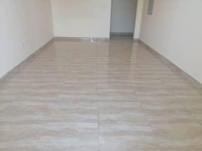 فلیٹ 2 غرفة نوم للايجار في ند الحمر، دبي - hall