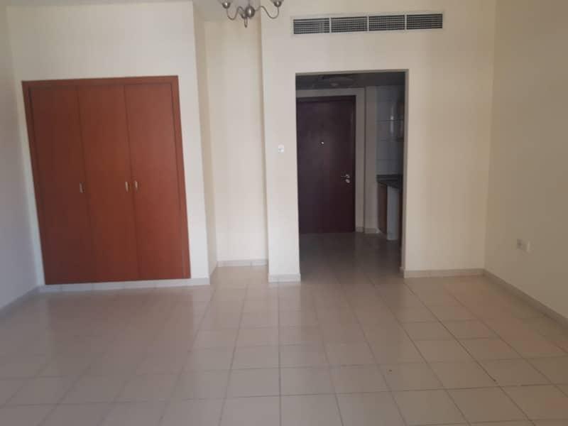 شقة في الحي الإماراتي المدينة العالمية 220000 درهم - 4902614