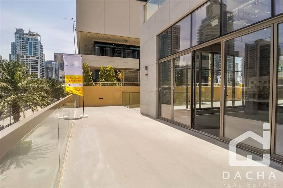 10 Retail Unit / Main Entrance / Perfect Location