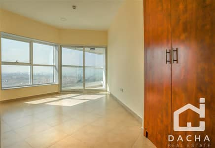 3 Beds with 4 balconies near metro station