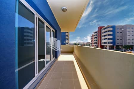 3 Bedroom Apartment for Rent in Al Reef, Abu Dhabi - Move In Huge Layout Apt with Spacious Balcony!