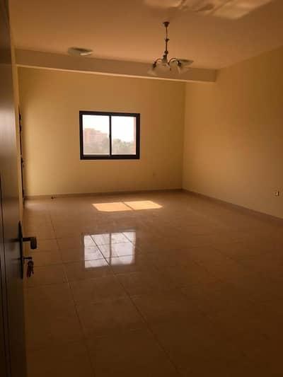 فلیٹ 2 غرفة نوم للايجار في الجويس، رأس الخيمة - أفضل عرض شقة سكنية للإيجار (1BHK 2BHK مع شرفة)
