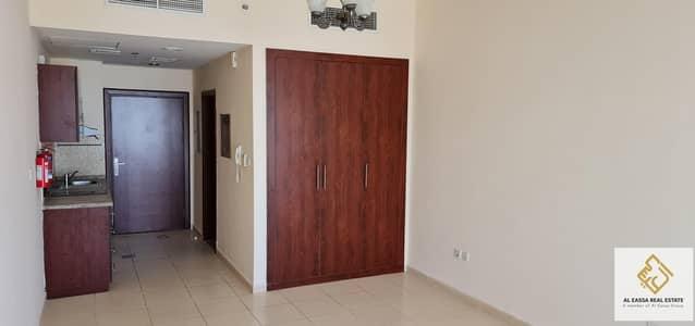 استوديو  للايجار في مجمع دبي ريزيدنس، دبي - Spacious Studio| Well Maintained | Available now