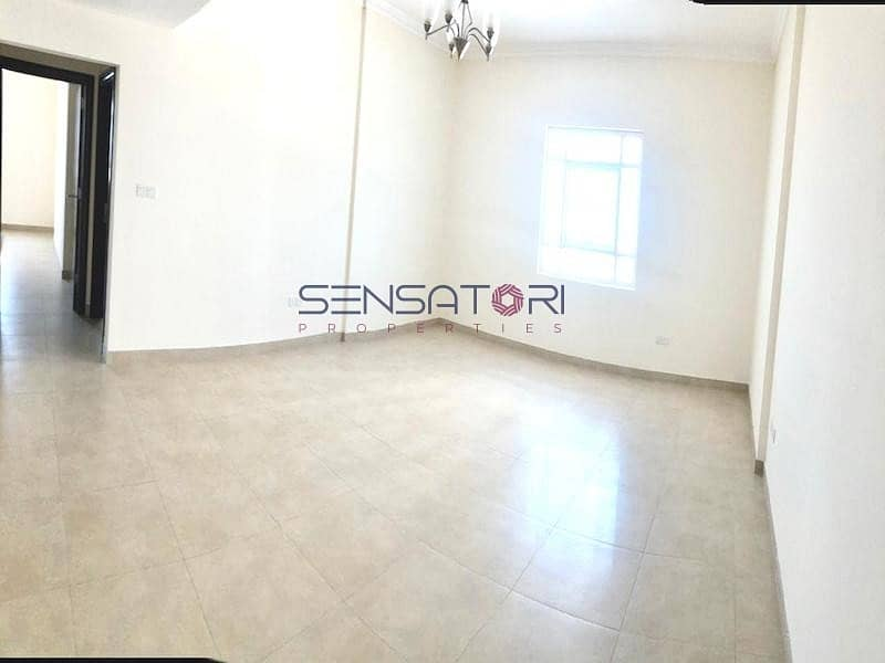 2 REDUCED PRICE / SPACIOUS MASTER ROOM / CITY VIEW / BRIGHT