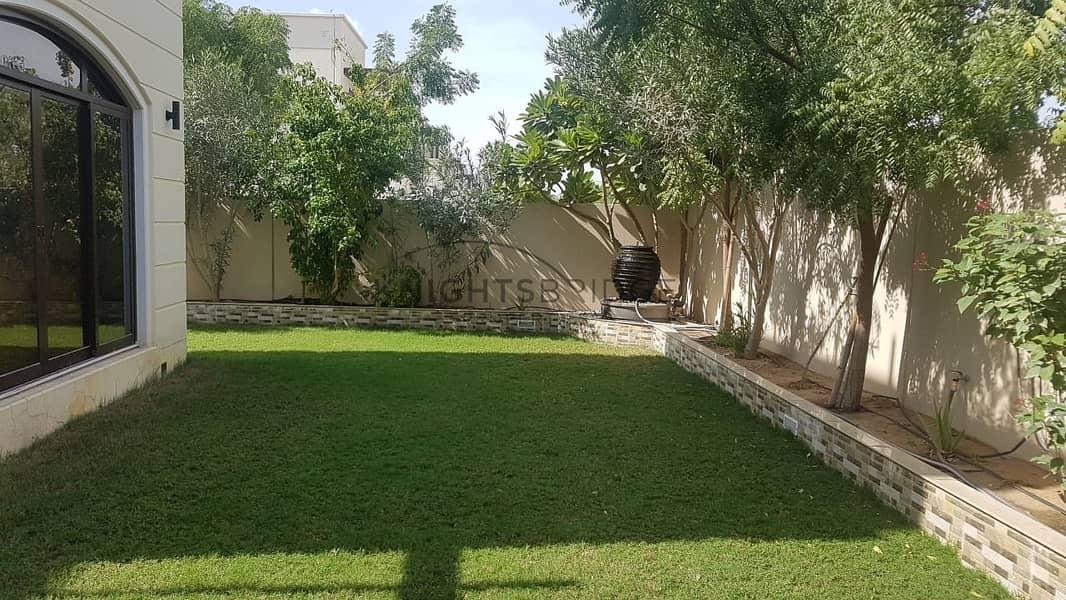 9 Corner Villa | Big Plot Size | Prime Location | Poket D