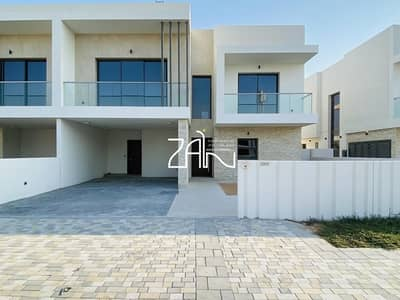 3 Bedroom Townhouse for Rent in Yas Island, Abu Dhabi - Corner Single Row 3 BR TH Type EB Close to Gate For Rent