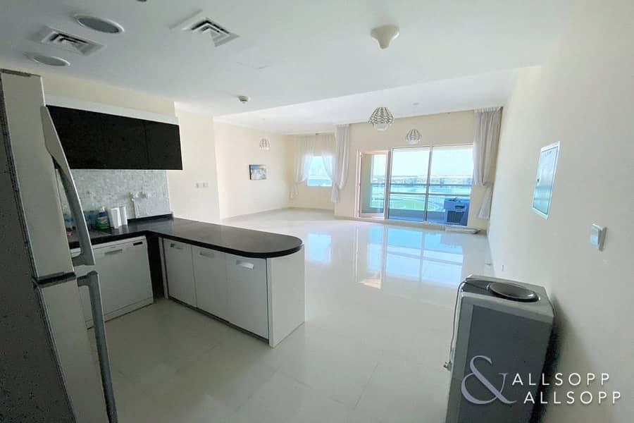 2 One Bedroom | 925 Square Feet | Balcony