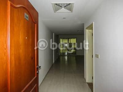 فلیٹ 2 غرفة نوم للايجار في بر دبي، دبي - اثنان تعزيز BHK! مبرد مجاني في مبنى عائلي جيد الصيانة في المنخول للإيجار