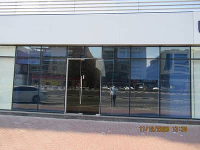 1401 Sq ft showroom |Chillers free|Road facing|Private pantry &Toilet|Furnished|145k p/a. Superb Offers!
