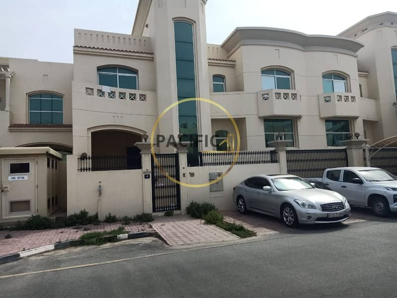 2 4Bed Villa with Pool | Big Majlees  | |Full Glassy View
