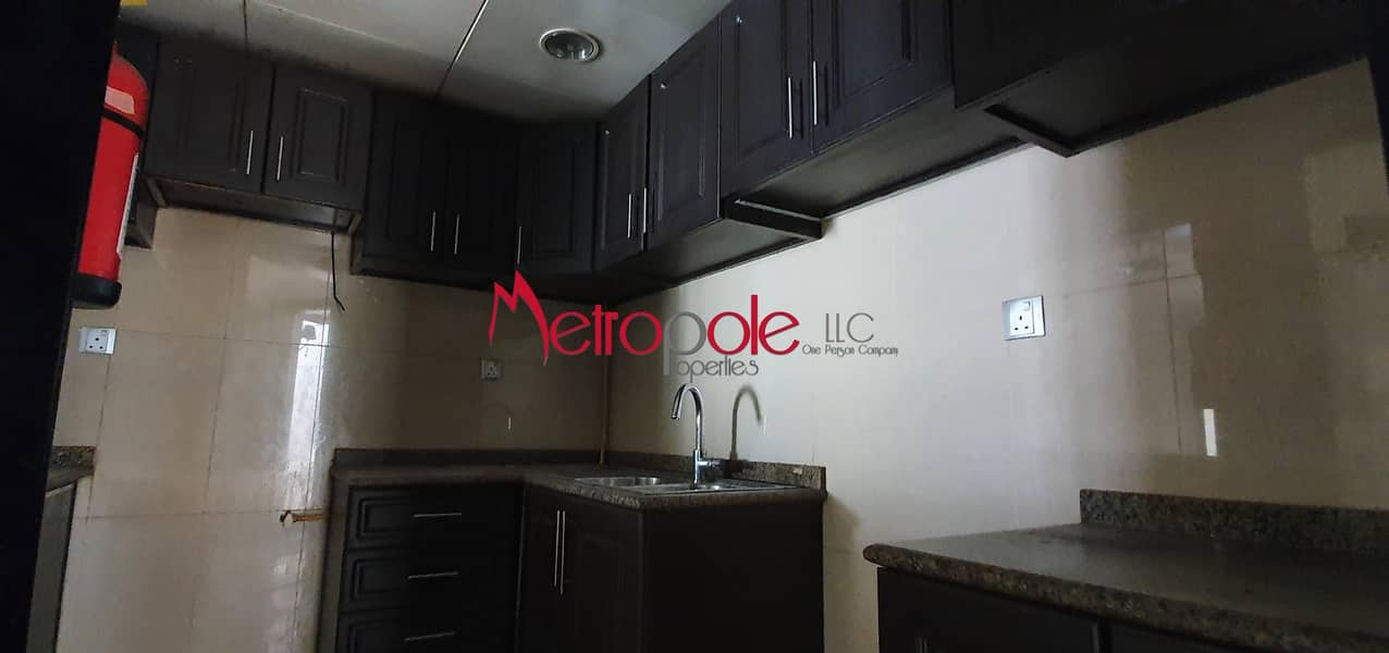 9 Vacant | Layout Of 1BR | Hot Price