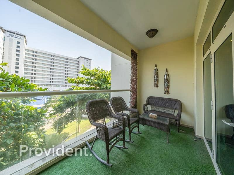 31 Upgraded & Large 1 Bed|Direct Beach access