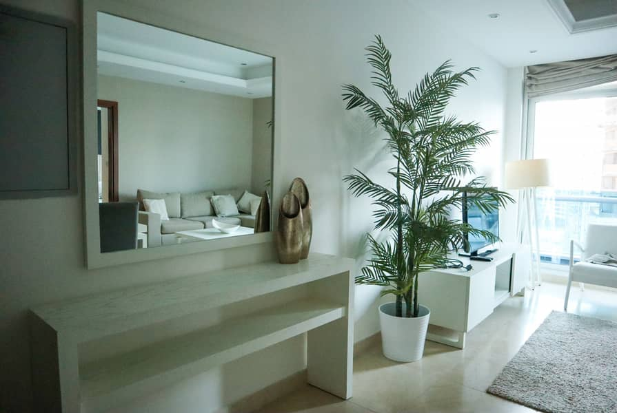 Bright apartment with Marina view